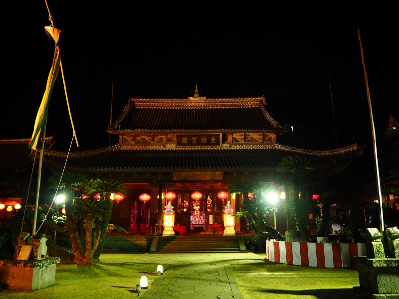 ランタンフェスティバル期間中の興福寺は超ムーディ。