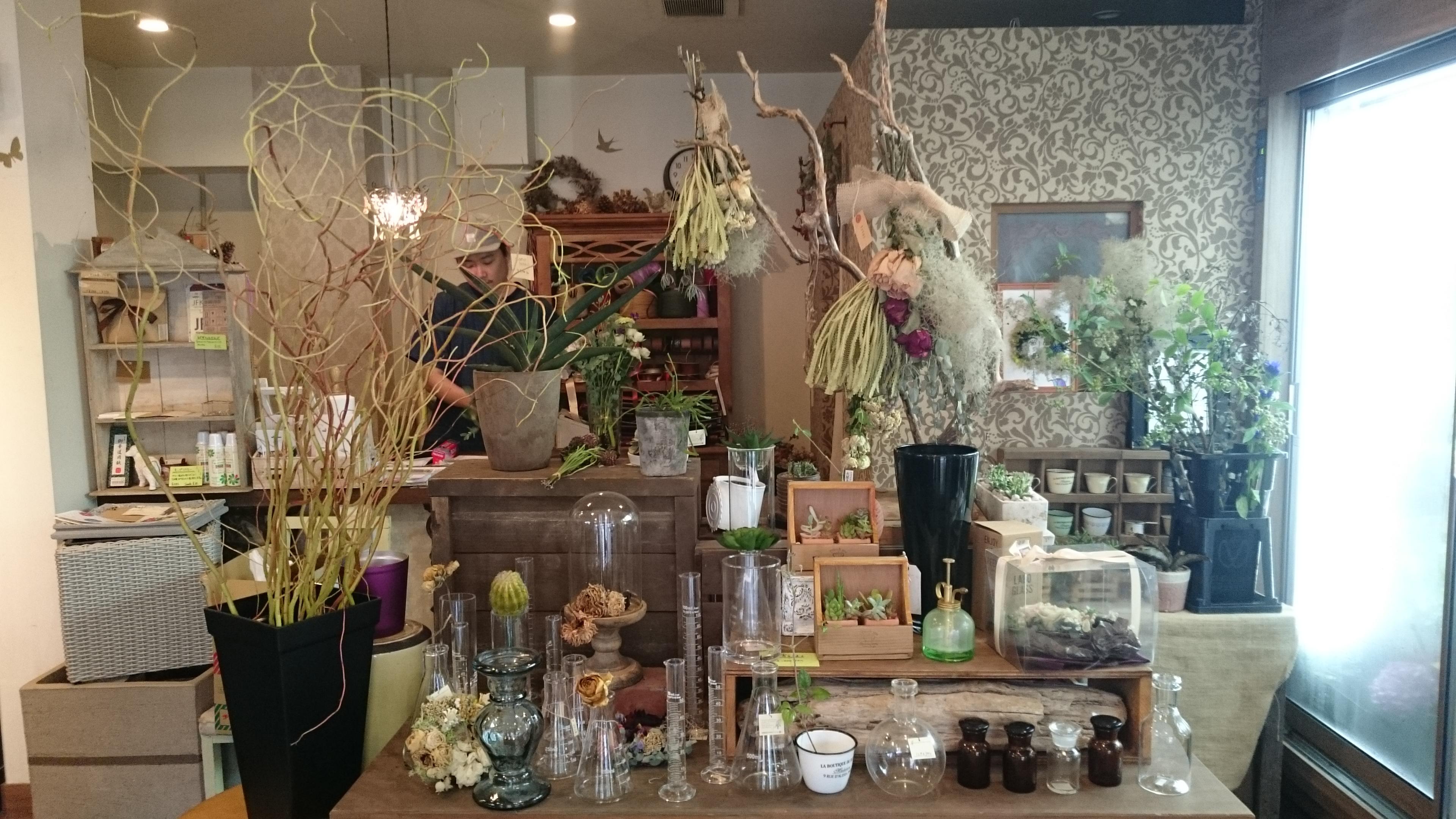 """女子力アガる!住吉のアンティークな雰囲気の 花屋 & カフェ & バー """"flower shop Verde"""""""
